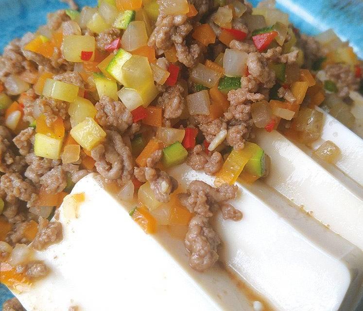 Tofu, Hackfleisch und Gemüse