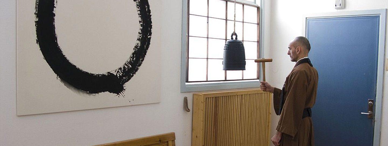 Zazen bell with Enso in Background © Spoktu