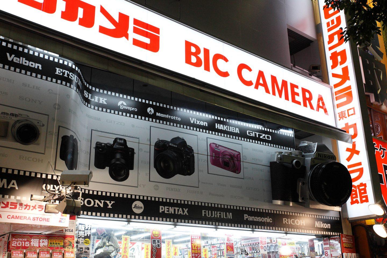 Schilder im Elektronik-Laden BIC Camera