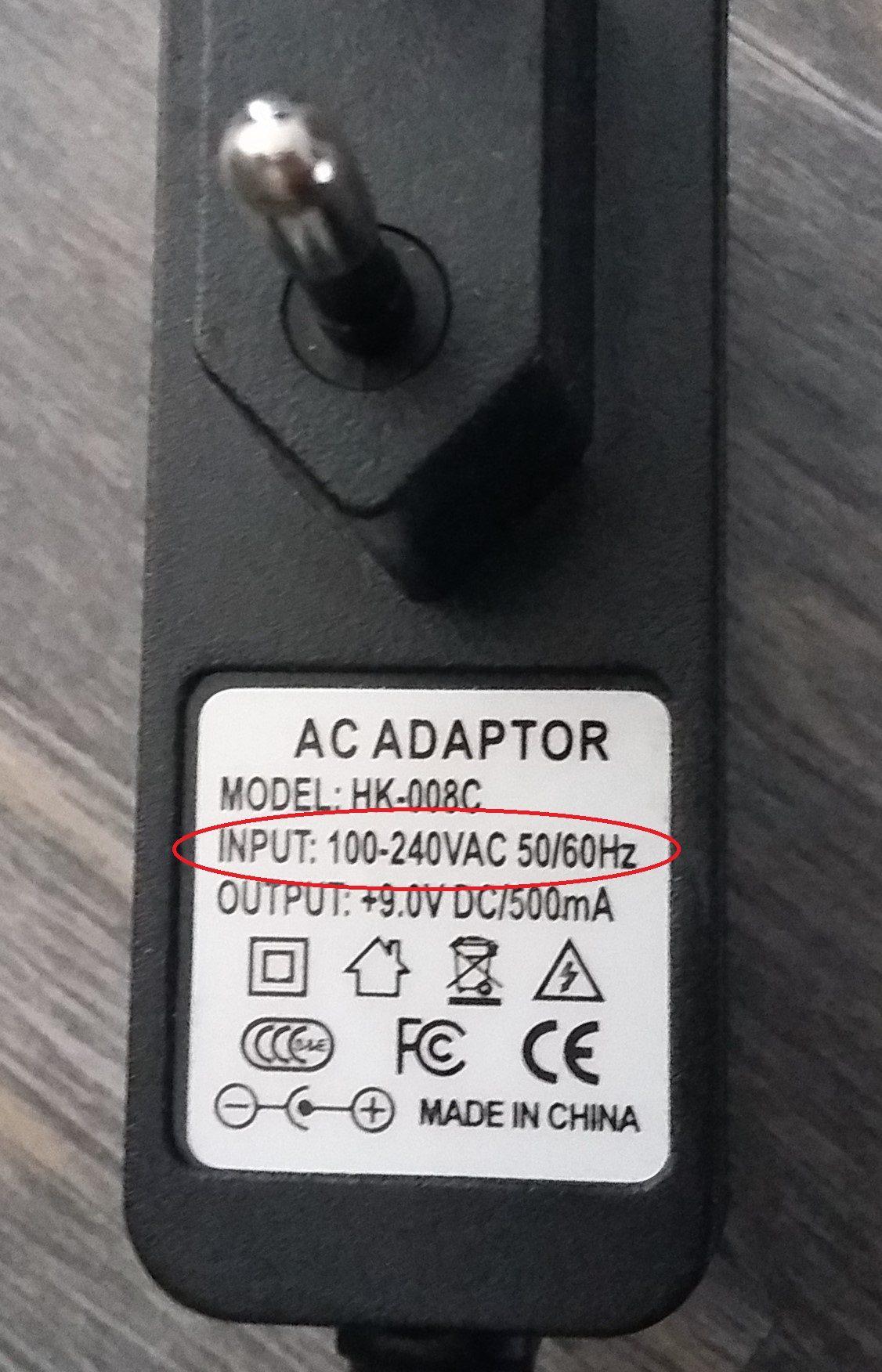 Steckeraufschrift auf einem Elektrogerät