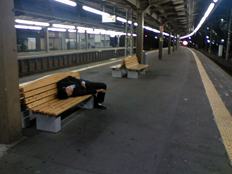 Betrunken SAlaryman Japan Alkohol Geschäftsessen