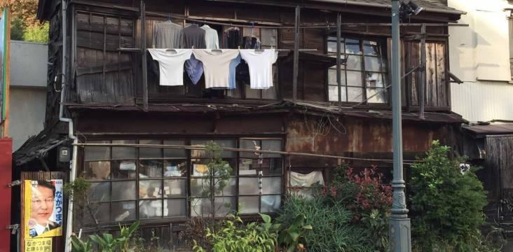 Armut Japan zerfallenes Haus