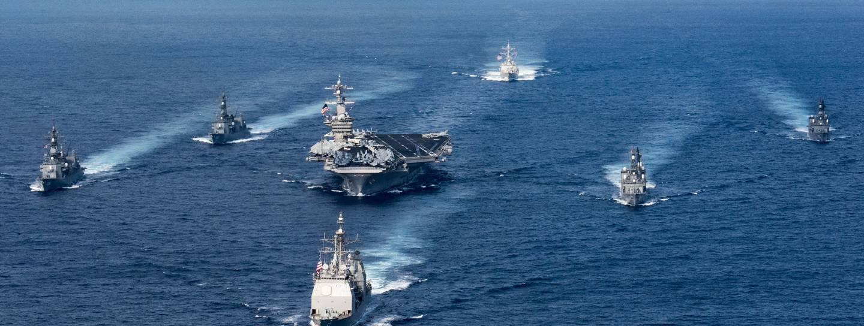 Ähnlicher Einsatz bereits am 31. März 2017: Flugzeugträger USS Carl Vinson im Geleit zweier japanischer Zerstörer. (c) Official U.S. Navy Page / Flickr CC2.0