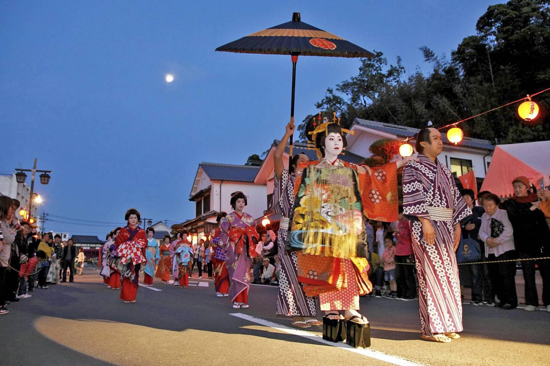 Abendliche Oiran Parade