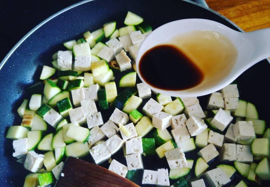 Schnelle Tofu-Zucchini-Pfanne