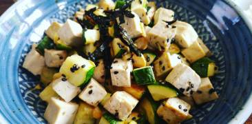 tofu mit zucchini