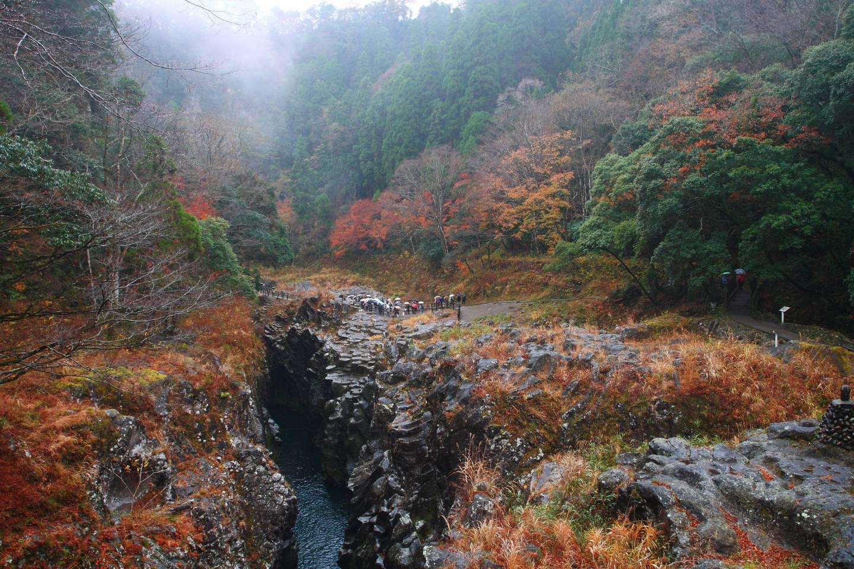 Takachiho-Schlucht im Herbst