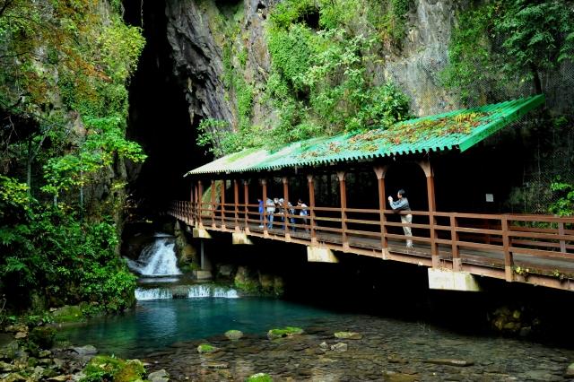 Der Eingang zur Akiyoshido-Höhle