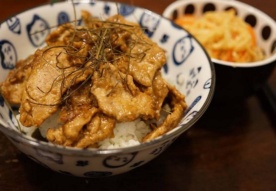 Shogayaki: Gebrates Schweinefleisch in Ingwersoße