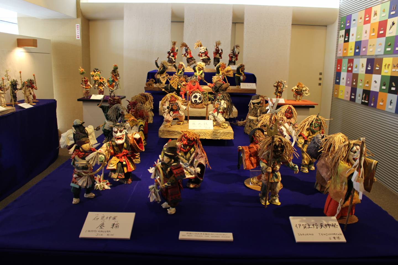 Papierfiguren im Ausstellungsraum des Origami Kaikans