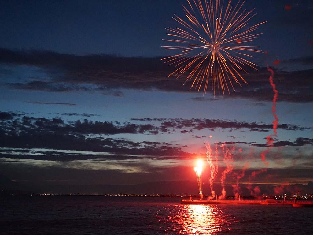 Feuerwerk im Sommer in Enoshima