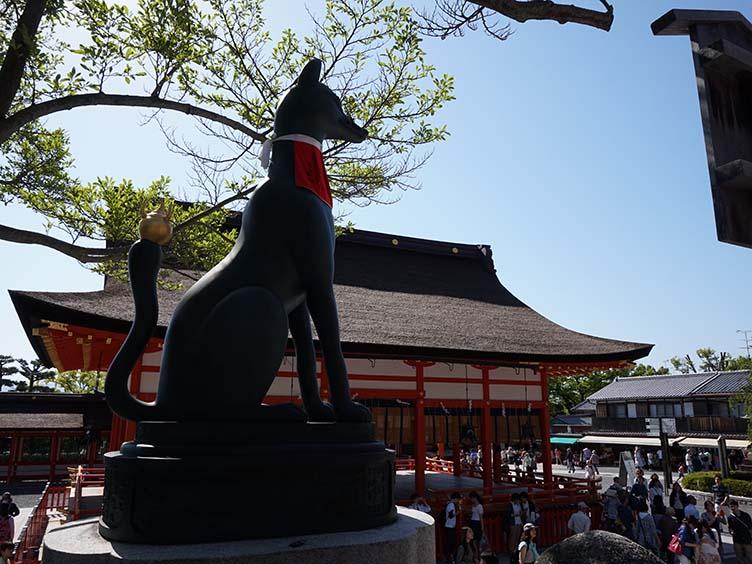 Fuchsstatue am Fushimi Inari Taisha