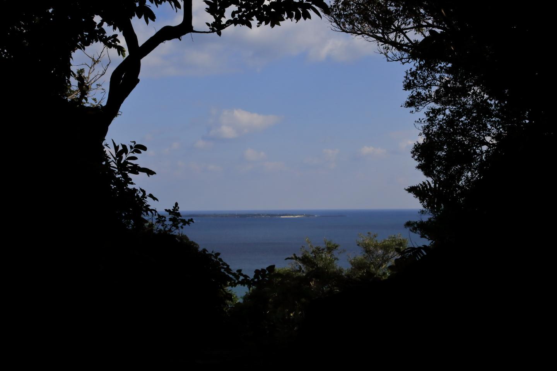 Aussicht auf die vor Sefa Utaki liegende Insel Kudaka