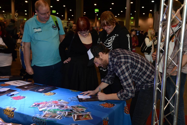 Autogrammstunde bei der German Comic Con mit Fans