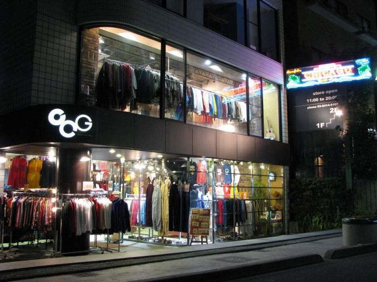 Die Front des 2nd Hand Ladens Chicago in Tokyo.