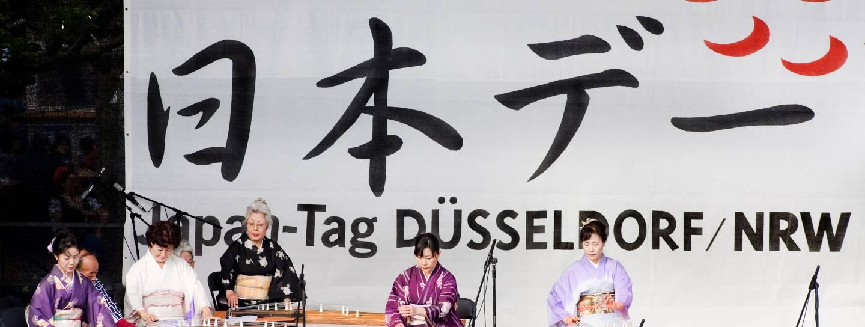musiker auf der bühne beim japan tag düsseldorf