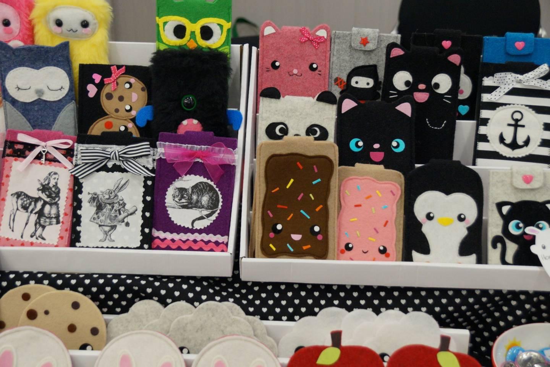 fan-merchandise wird auf der dokomi zum verkauf angeboten