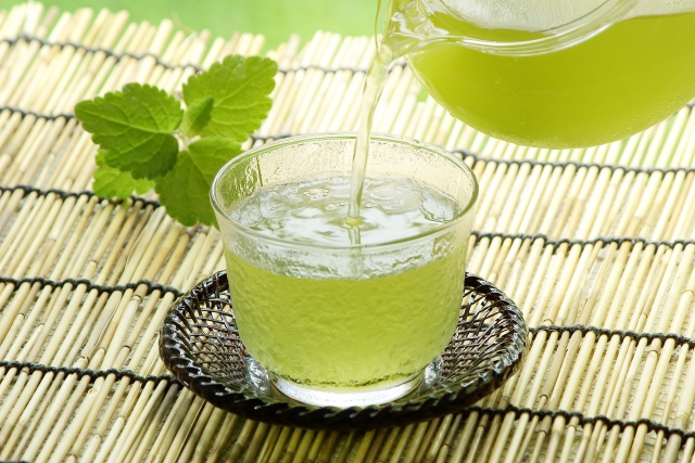 Mizudashi: kaltgezogener Tee