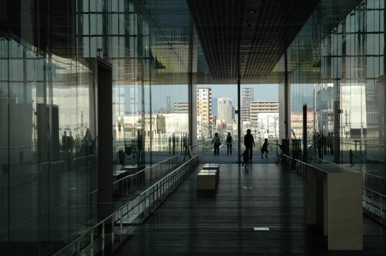 Gläsernes Atrium der Naka Verbrennungsanlage