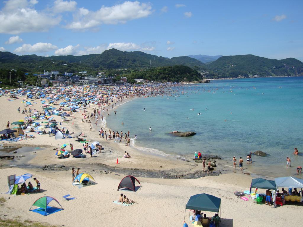 Volle Strände sind ab Mitte Juli in Japan zu erwarten, hier am Shimoda Strand.