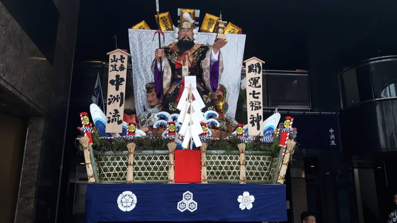 Übergroße Puppe auf Kakiyama