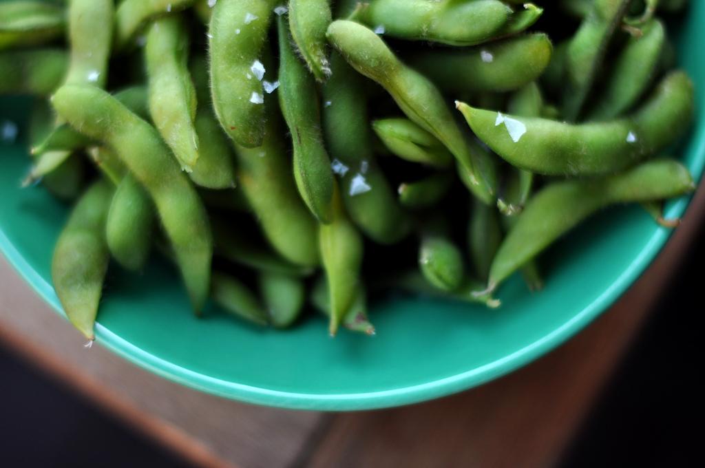 Edamame: Die japanische Antwort auf gesalzene Erdnüsse.