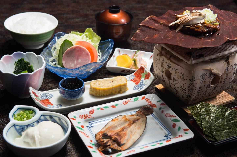 ein traditionell japanisches Frühstücksmenp mit Fisch