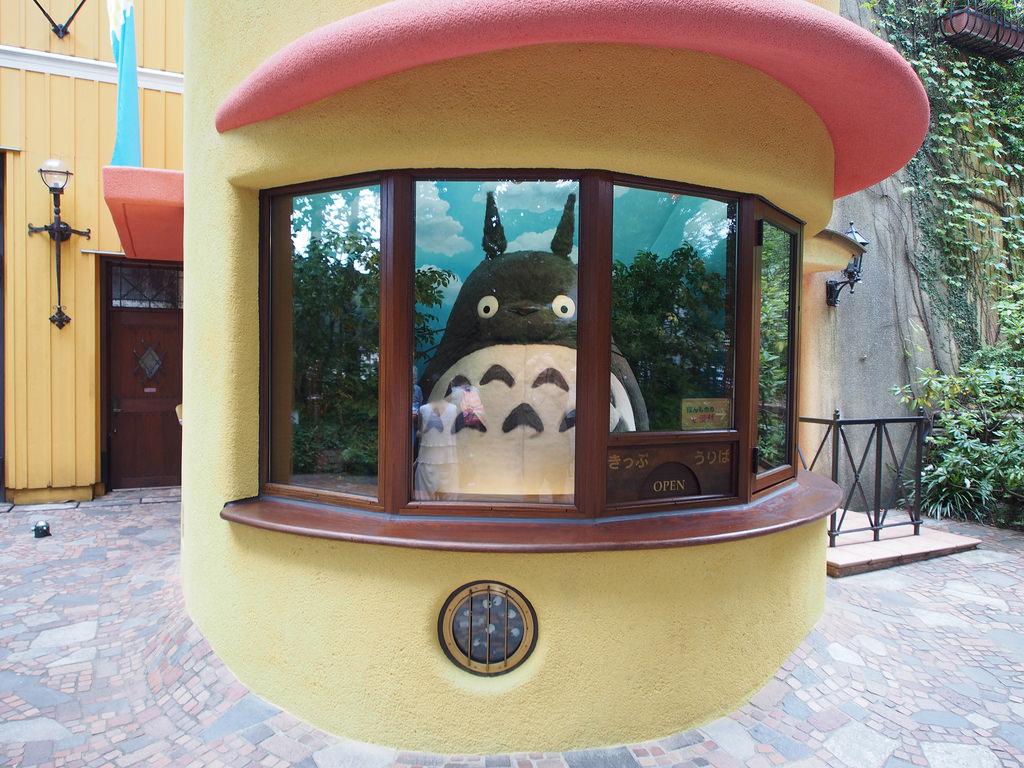 Totoro empfängt die Besucher am Eingang des Museums.