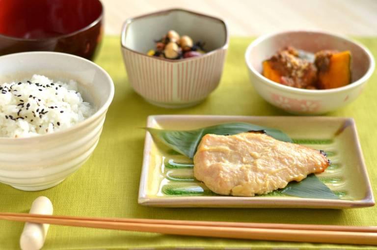 Japanisches Frühstücksmenü