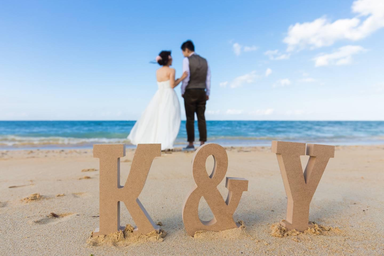 Verträumte Sonnenuntergänge kann man an den Stränden Okinawas erleben. Perfekt für Hochzeitsfotos.