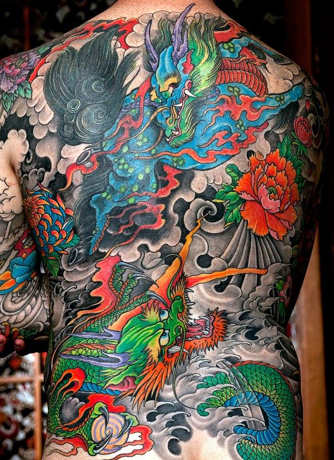 buntes Rückentattoo von japanischen Drachen