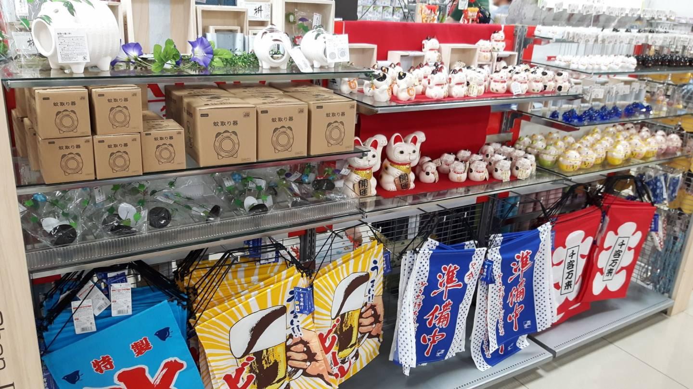 Alles zum kleinen Preis für die Lieben zuhause: Tolle Geschenke und zu 100% typisch japanisch.