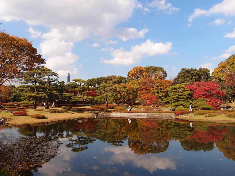 Der öffentlich zugängliche östliche Teil des kaiserlichen Palastes im Herbst.