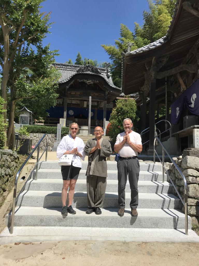 Ein Pärchen aus München kam zur Pilgerreise. Der Shikoku-Pilgerweg wird auch unter Ausländern immer beliebter.