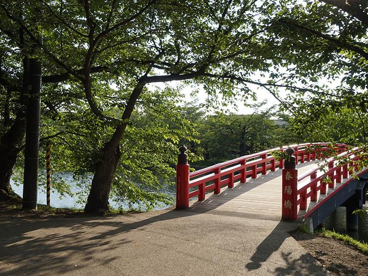 Der malerische Hirosaki Park ist zu jeder Jahreszeit einen Besuch wert.