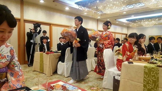 japanisches Brautpaar beim Empfang