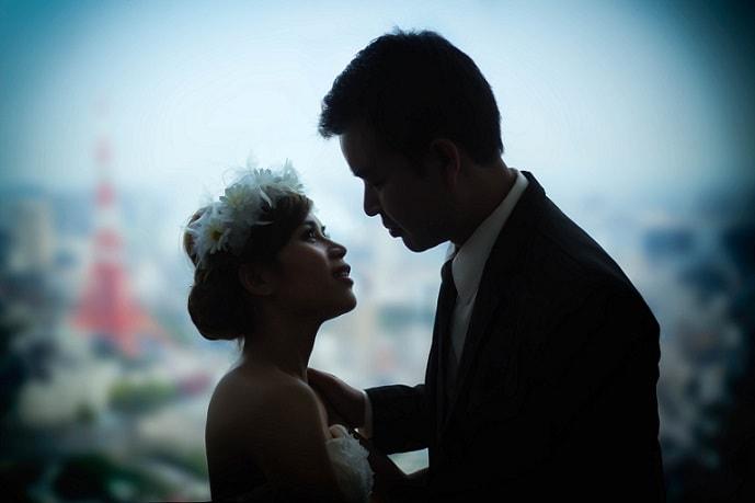 Brautpaar mit Tokyo Tower im Hintergrund