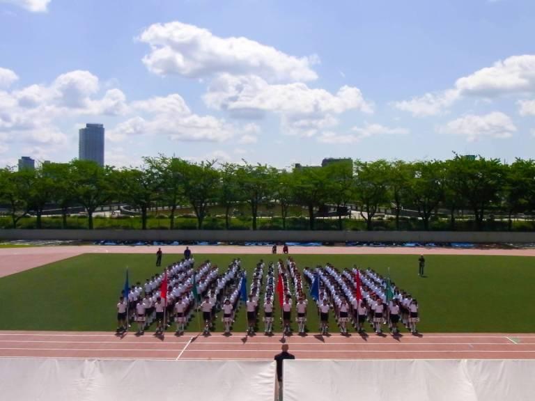 Sportversammlung einer japanischen Mittelschule.