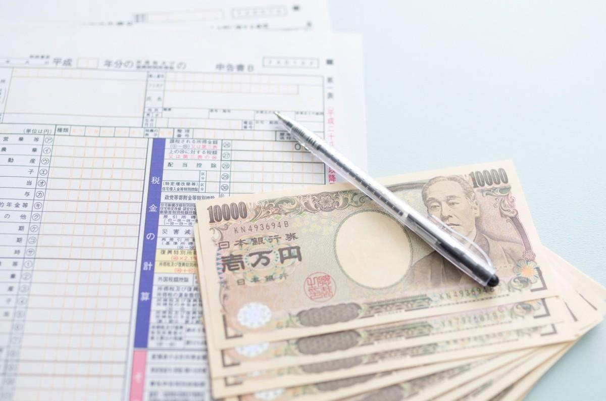 Japanische Geldscheine auf einem Formular ausgefächert