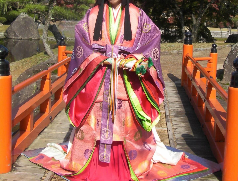 Zwölflagiger Kimono.
