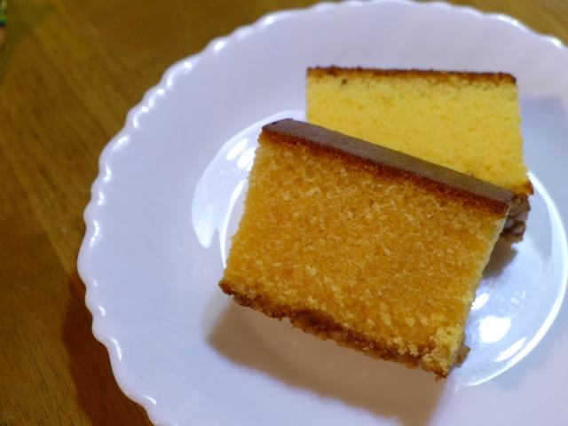 Zwei Scheiben Kasutera-Kuchen.