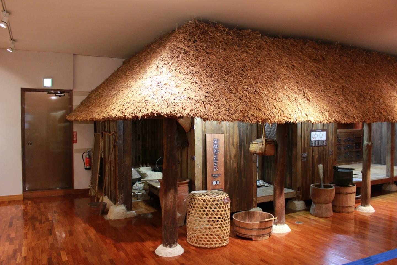 Im Yuntanza Museum wird neben Exponaten, die das Leben der damaligen Zeit illustrieren, auch traditionelle Handwerkskunst Ryūkyūs ausgestellt.