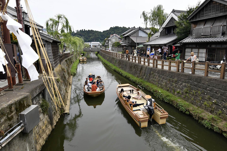 Kanal mit Booten in Sawara