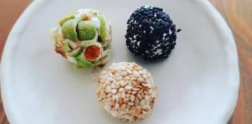 Frischkäse-Bällchen mit Sesam und Wasabi-Erdnüssen
