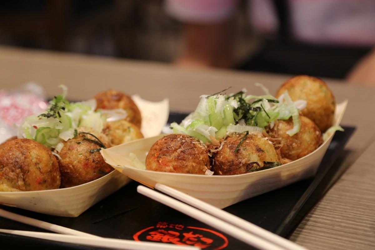 Takoyaki mit Garnitur