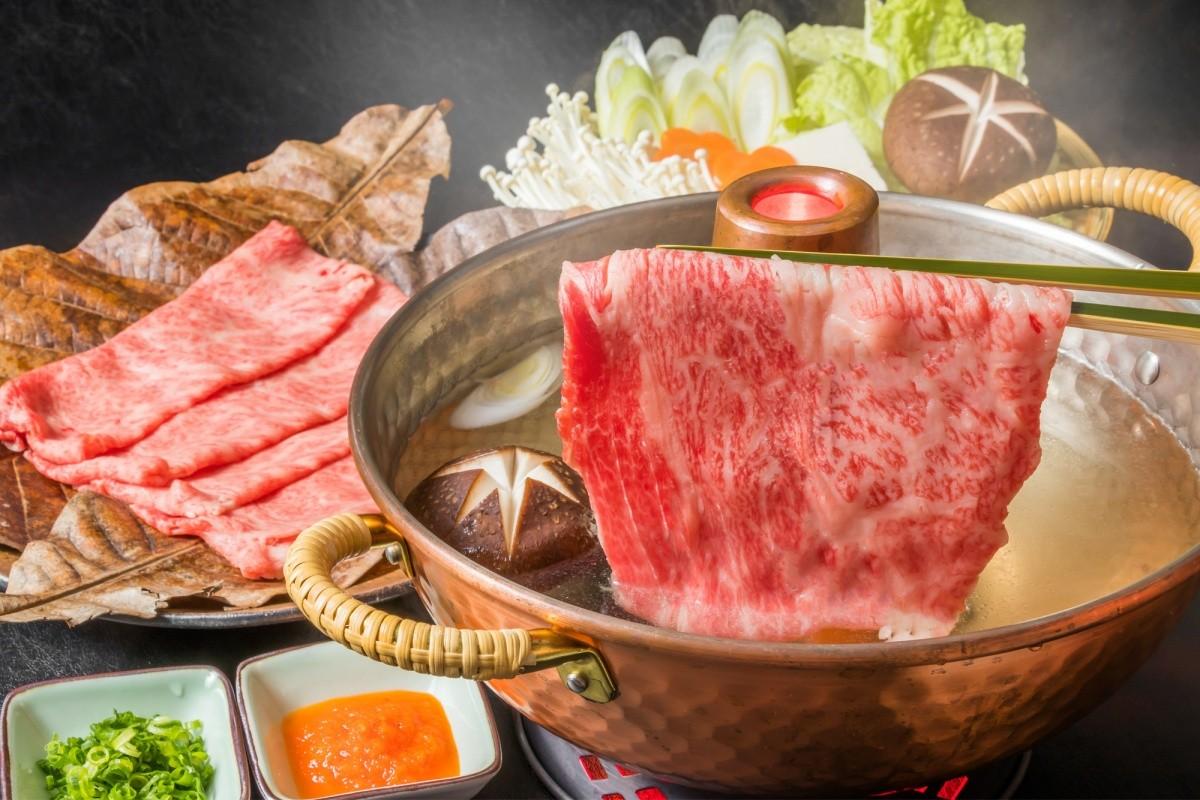 ein topf shabu shabu mit fleisch