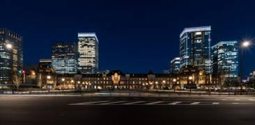 Gebäude des Bahnhof Tokyo bei Nacht