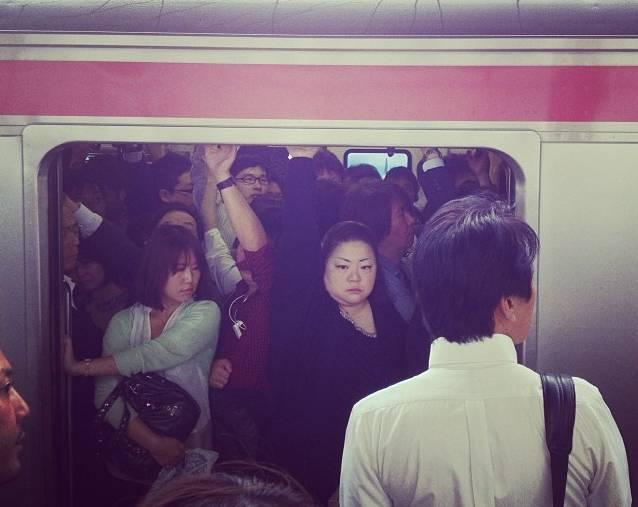 Überfüllte Bahn in Tokyo