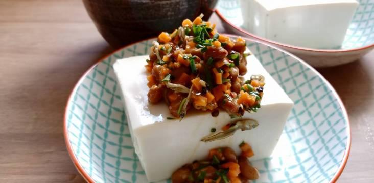 Hiyayakko Tofu mit Natto Topping