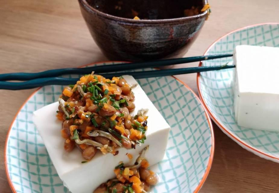 Hiyayakko Tofu mit Natto